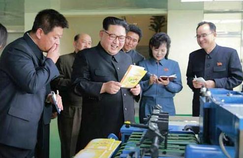 金正恩视察朝鲜印刷厂
